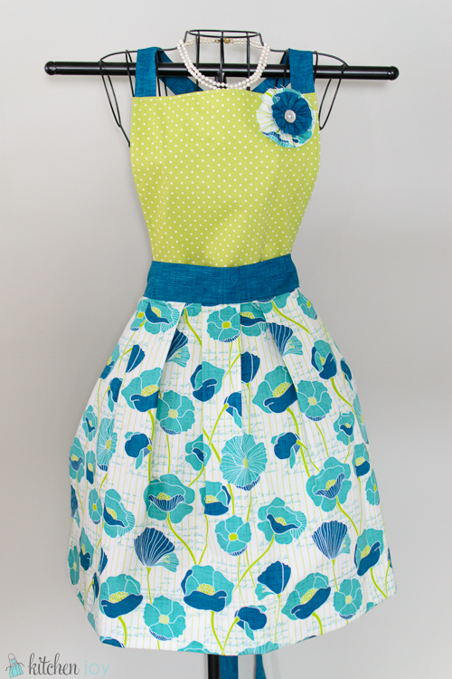 Convertible Apron with Flower Pin