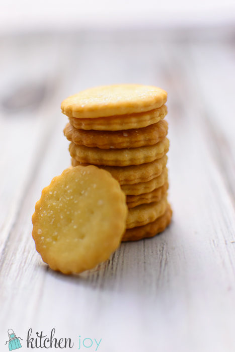 homemade-club-crackers