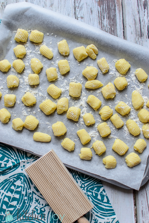 homemade-gnocchi-with-creamy-gorgonzola-sauce-16
