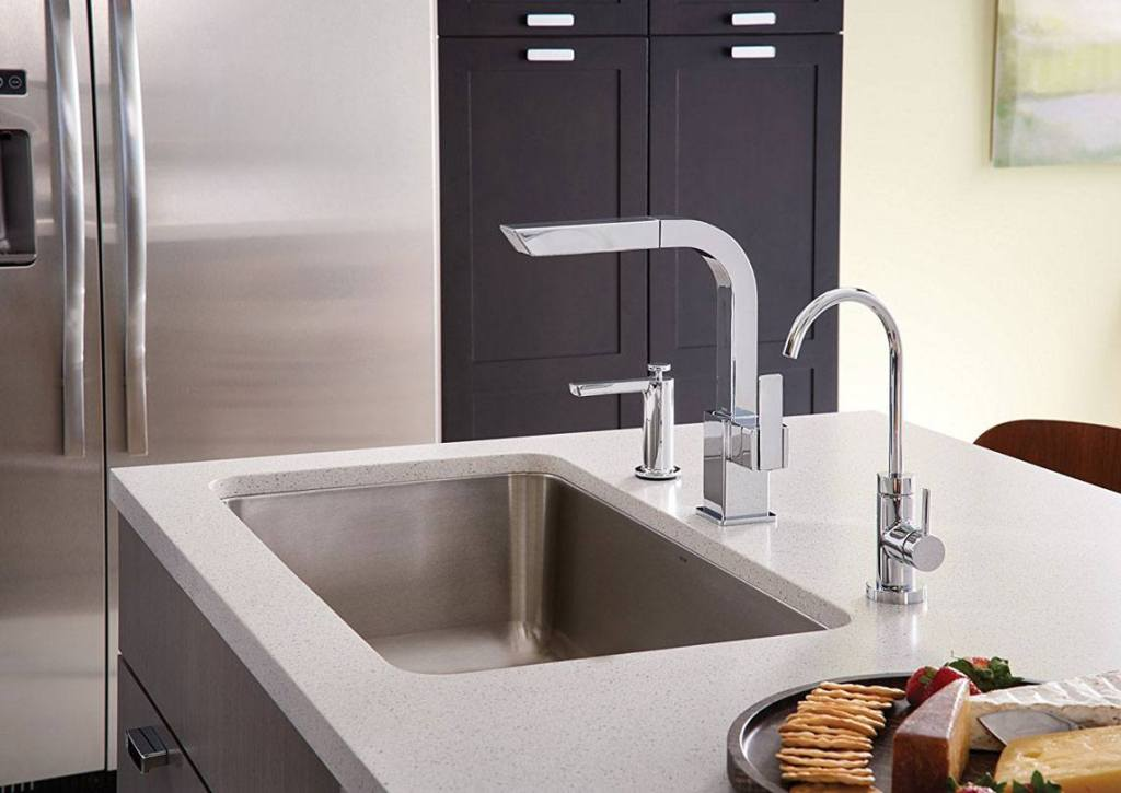 Moen S7597C 90-Degree One-Handle Pullout Kitchen Faucet Review