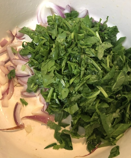 Sautéing garlic, onion and spinach.