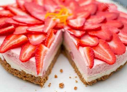 Gluten Free Strawberry and vanilla cheesecake4