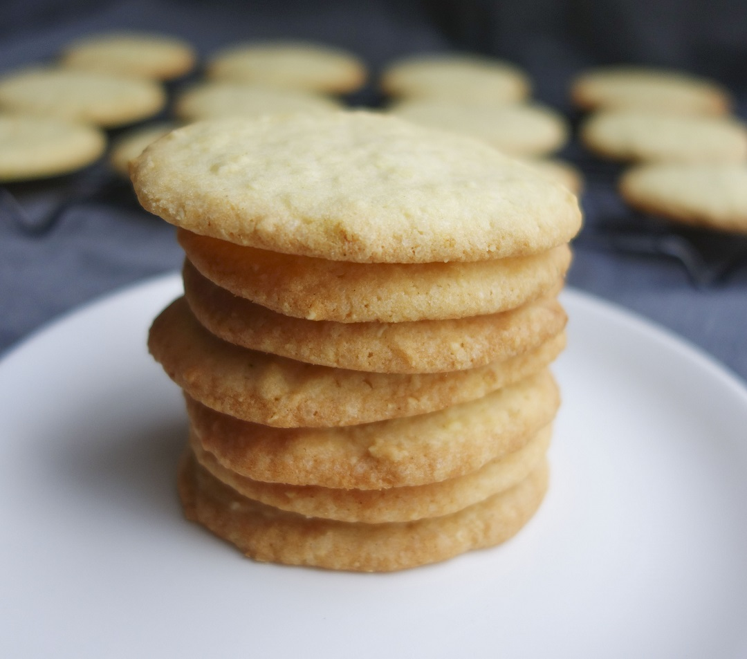 How to make almond cookies from scratch. Best holiday cookies recipe for chrismas and thanksgiving.