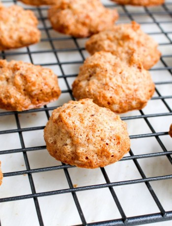 This easy coconut macaroon recipe is made with fresh unsweetened coconut, ground almonds, egg whites and without condensed milk. This flourless dessert makes it the best recipe for passover family dinners.