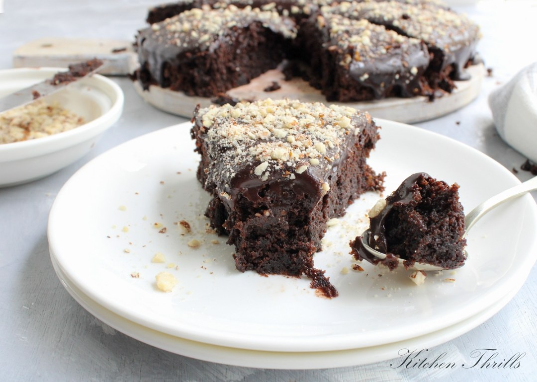 Healthy Beetroot Chocolate cake: A recipe perfect for Christmas holidays. The best creative snack to make kids eat their veggies. #chocolate #beetcake