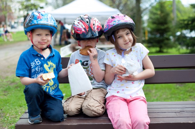 Jack, 4, Dylan, 4, and Maya, 6, enjoy their fresh market cookies