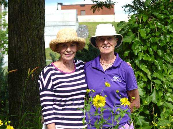 WEB13-Michele-Redmond-and-Eileen-Hunt