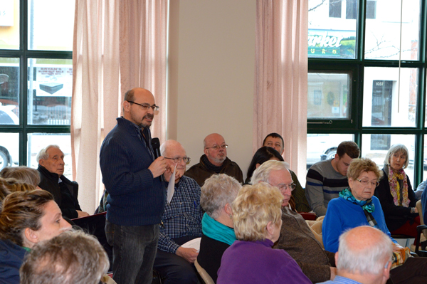 Over 100 Kitchissippi residents came out to the first Kitchissippi forum Jan.17 to work out issues with the councilor, and with each other. Here's Lorne Culter, president of the Hampton Iona Community Group. Photos by Craig Lord