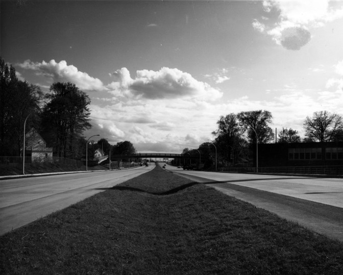 The new Queensway near Fisher Park. Note the grassy divider! Photo courtesy of the City of Ottawa archives (CA-24211). Click image to enlarge.