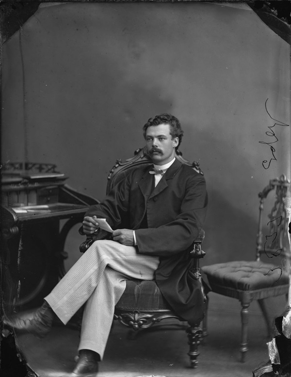 Photo of Moses Chamberlain Edey courtesy of Topley Studio / Library and Archives Canada.