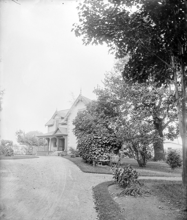 """""""The Lindens"""" was the name of the John Durie house on Wellington in Hintonburg on about Melrose. It was built in 1867. Photos courtesy of Library and Archives Canada"""