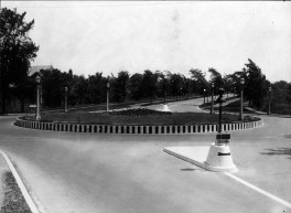 Richmond and Island Park traffic circle, with St. Georges Church in background - 1929 (City of Ottawa Archives, CA-19227)