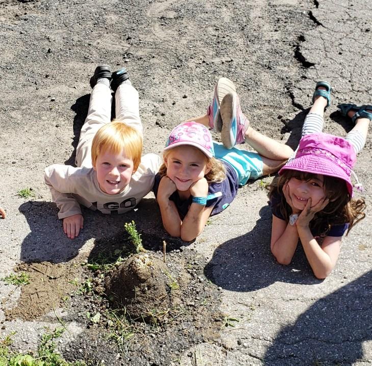 dovercourt-3-kids-playing-outside