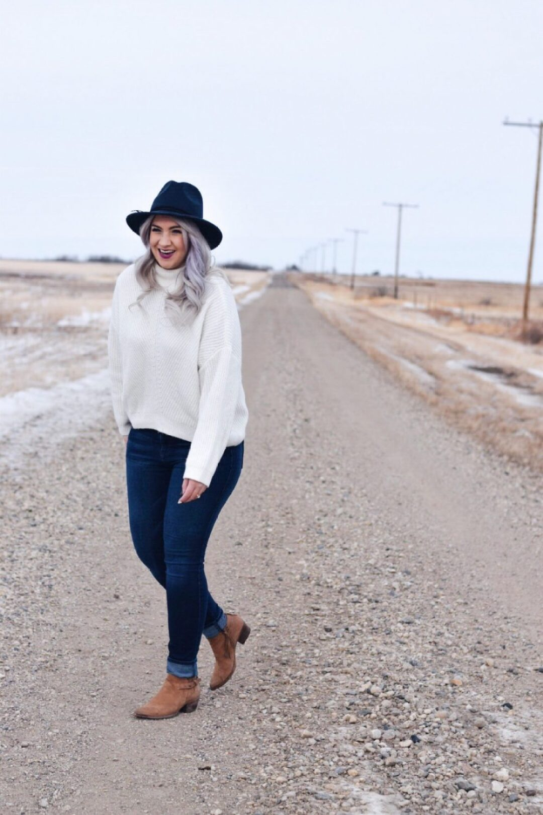 White mock crop sweater and fedora hat