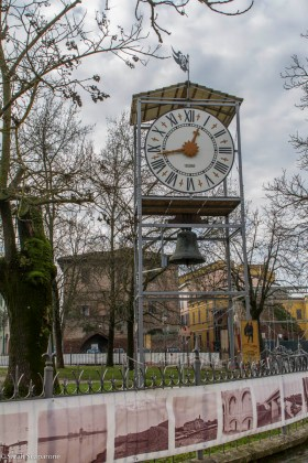 La campana della Torre suona ancora grazie alla costruzione di questo orologio ad opera dell'Associazione x Bea di Santhià (Vc)