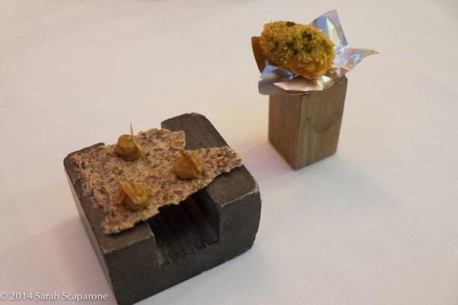 Oliva fritta, cialda di semi aromatici