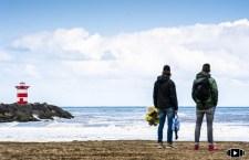 Herdenken van overleden bodysurfers bij Scheveningen