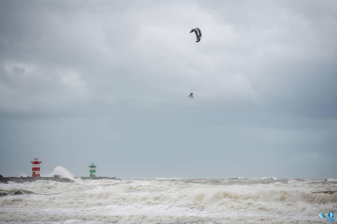 storm-francis-kitesurfers-2020-kitesurfen-storm