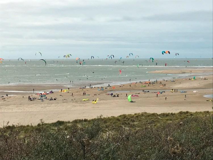 Kitesurfen in Corona (Covid-19) tijd. Oktober telde meest actieve kitesurfers ooit