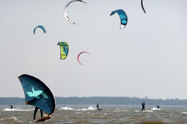 Kitespots Nederland. Ook kitefoil spots, wingfoil spots en wingsurf spots