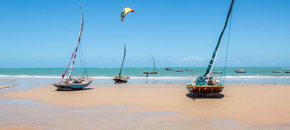 Centre de kite au brésil, perfectionnement, cours de kiteboard, downwind, kite aventure