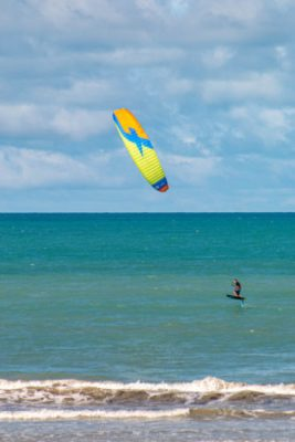 A hydrofoil em kitesurf em icarai de amontada no Brasil, um verdadeiro prazer.