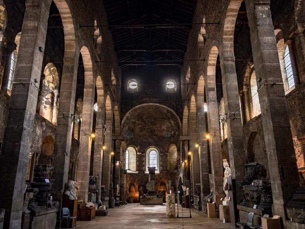 サン・ピエール教会博物館の内装