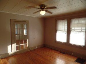 2 BR 2 bath farm house for rent near Jacksonville NC and Camp Lejeune  sitting room