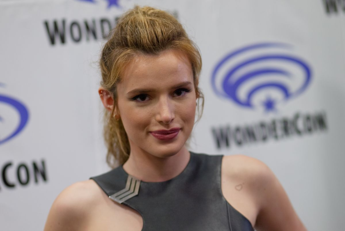 bella-thorne-at-wondercon-2016-ratchet-and-clank-at-los-angeles-convention-center-_3