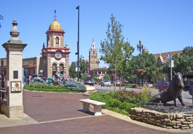 Best Cities for Cat Lovers & Adventure Cats: Kansas City, MO - Country Club Plaza
