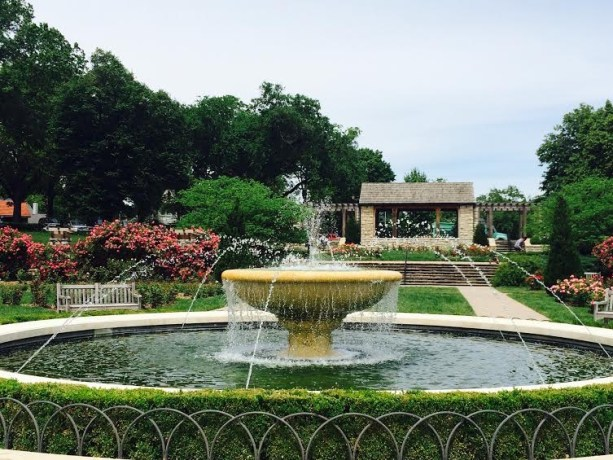 Best Cities for Cat Lovers & Adventure Cats: Kansas City, MO - Loose Park