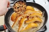 Обжаренная груша с рукколой и листьями салата 5