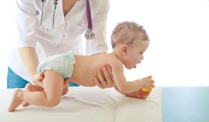 pediatrician-examining-baby