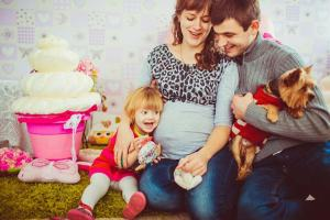 pregnant-with-happy-family