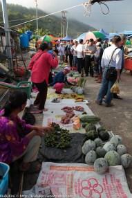 Sebahagian penduduk Kiulu yang menjual barangan di tamu Pekan Kiulu.