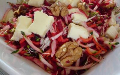 Râpé de légumes crus, fromage de brebis et noix