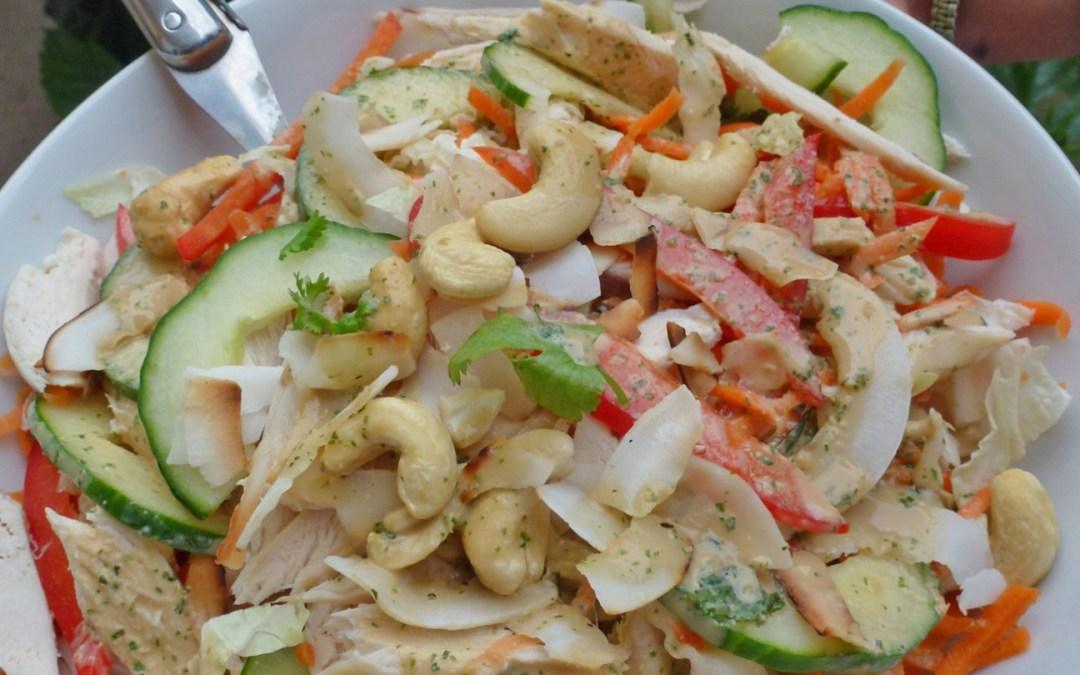 Salade complète au poulet et choux chinois. Sauce légère peanut butter. (Sans céréales )