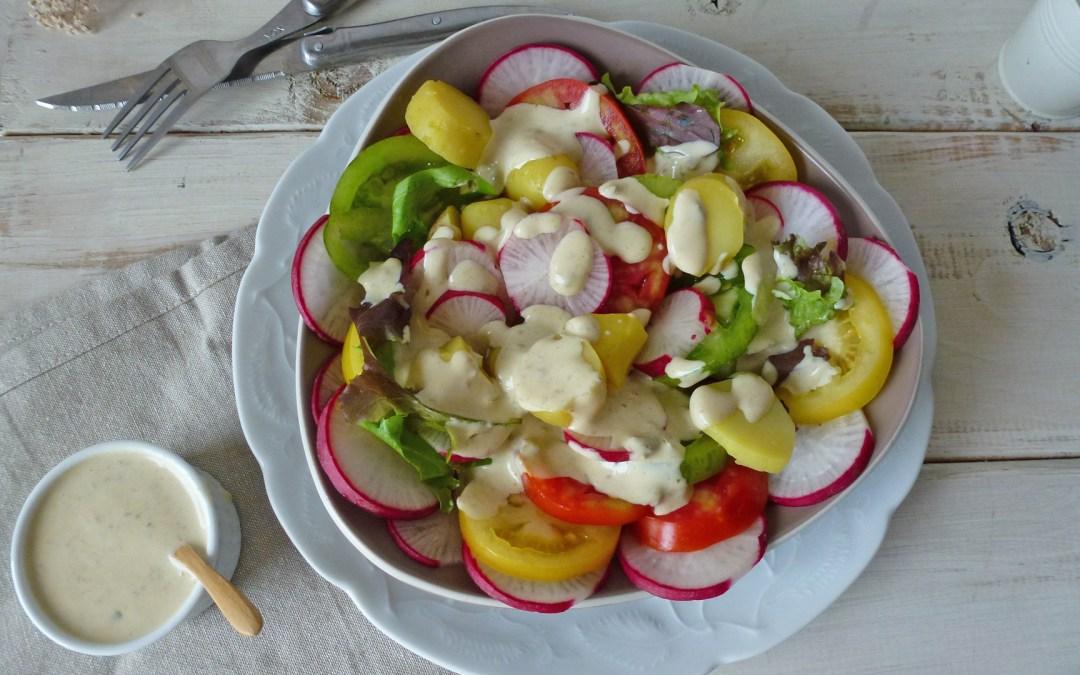 Sauce toute légère au fromage blanc de chèvre. Salade de pommes de terre, tomates et  radis longs.
