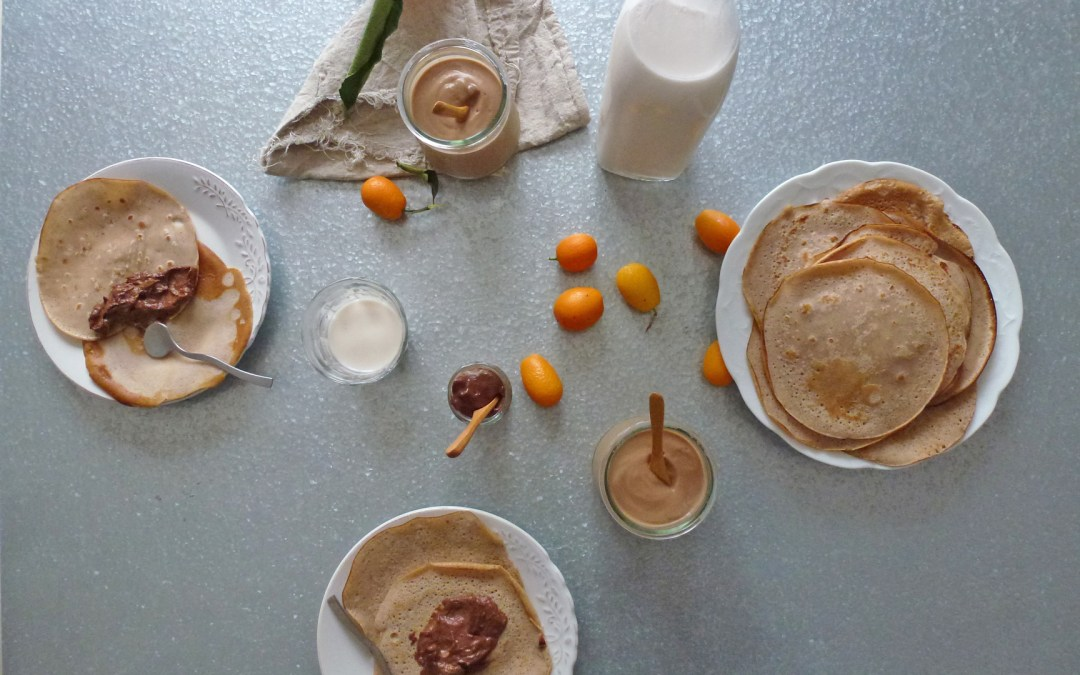 Partie crêpes ; Minis crêpes à la farine de châtaigne, lait d'amandes aux noisettes torréfiées et tartinade choco-fruits  ( sans gluten + option vegan, sans céréales, allégée  )