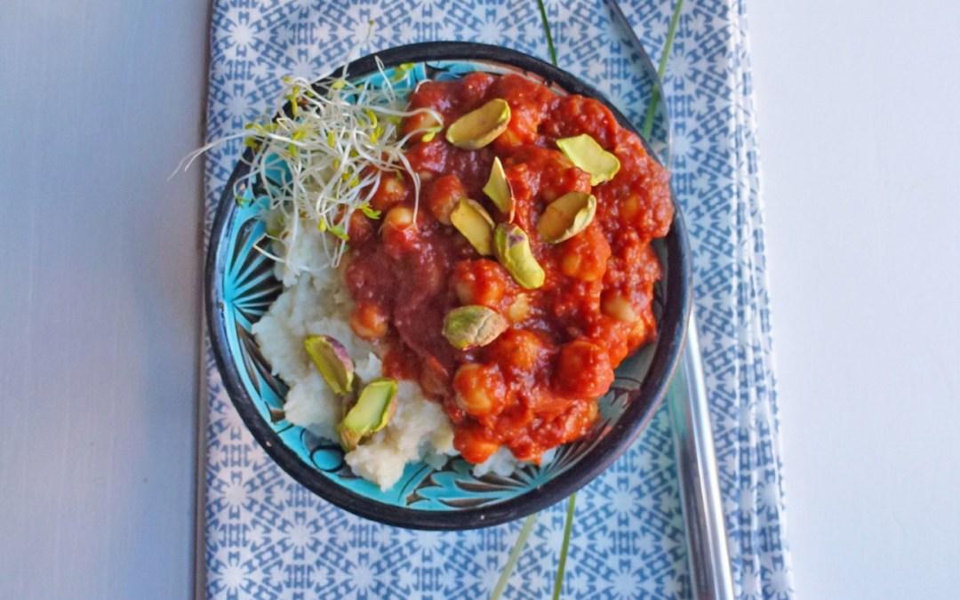 Pois chiche aux tomates confites et pistaches . Purée de chou-fleur au goût fromage sans fromage.