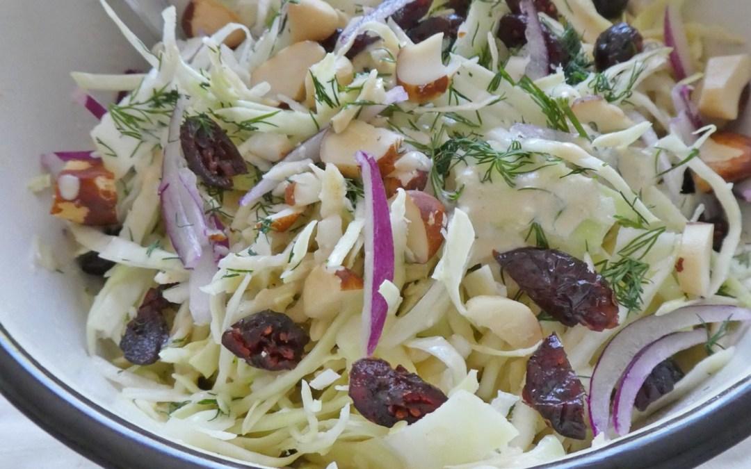 Salade croquante de chou blanc et céleri à l'aneth. Sauce légère au tofu soyeux