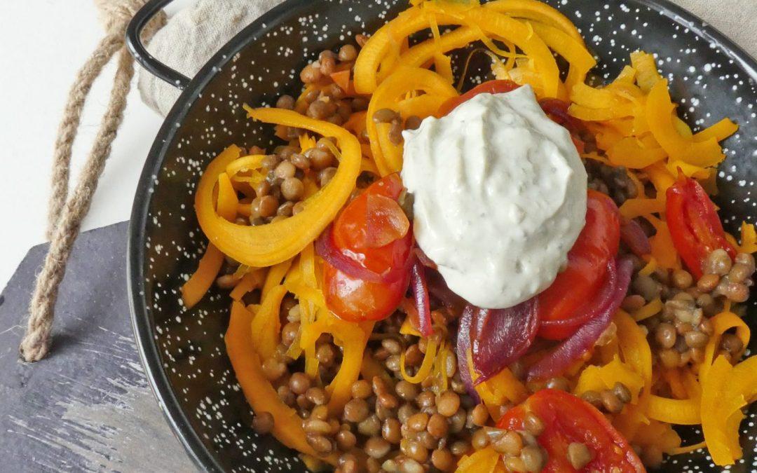 Poêlée de lentilles aux légumes. Sauce aux noix et basilic. ( Sans céréales, Vegan ou pas…)