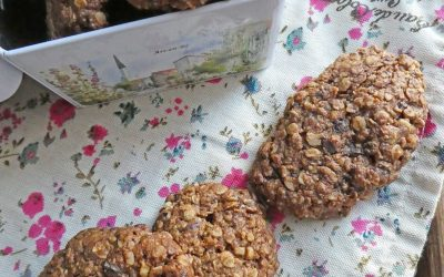 Biscuits granola à l'avoine, noisettes et chocolat  ( Vegan )