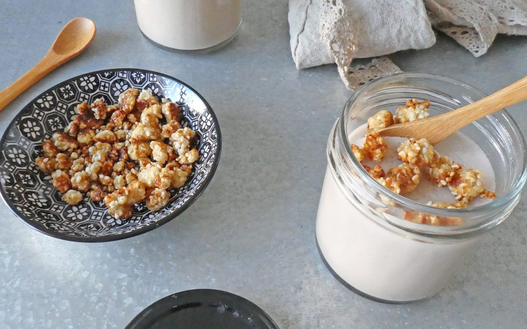 Petite crème miel cannelle au lait d'amande et sésame + petits croustillants ( Sans céréales, option vegan )