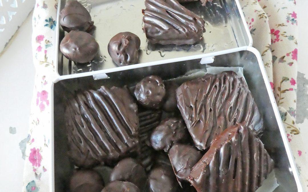 Petits chocolats maison aux myrtilles, healthy, faciles à faire …( Sans moule )