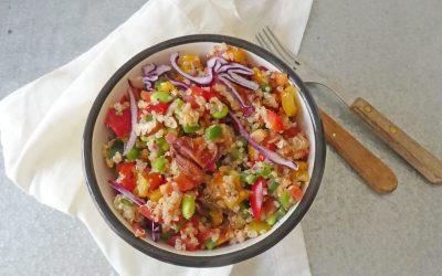 Salade complète de quinoa, légumes et noix ( Sans gluten, vegan )