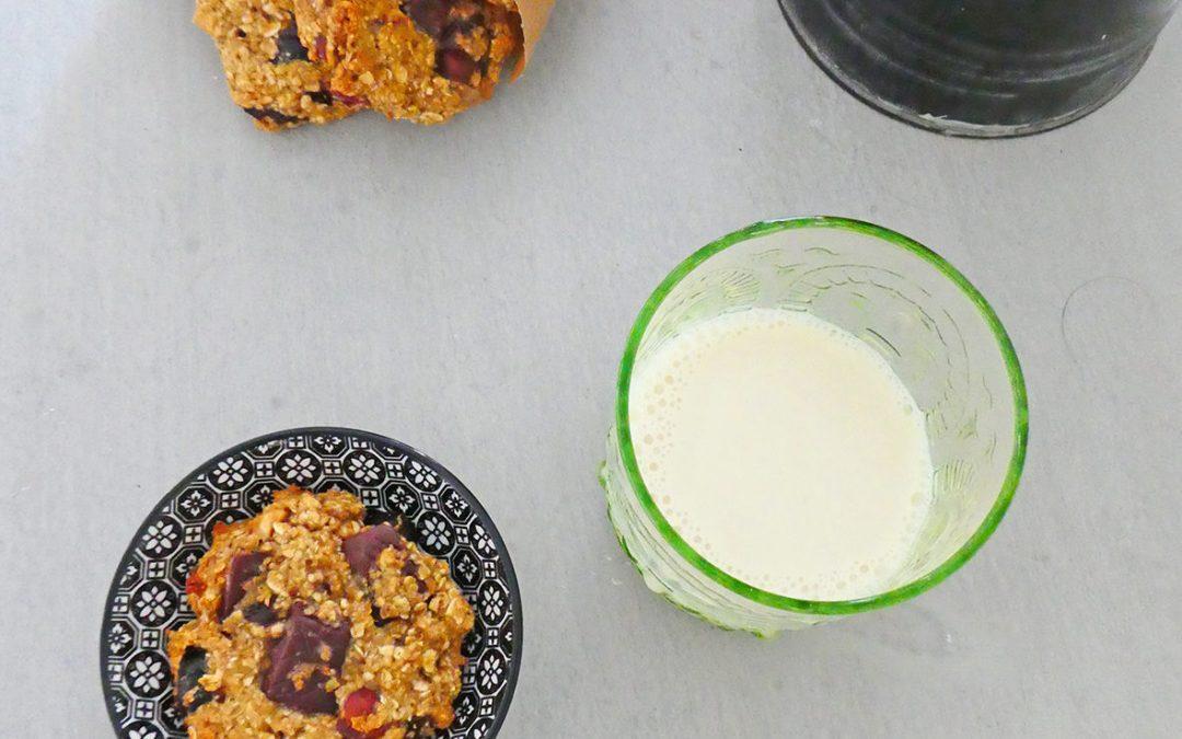 Cookies aux flocons d'avoine, fruits secs et chocolat ( allégés en sucre, sans matière grasse ajoutée )