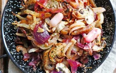 Poêlée de légumes, aux  fenouils, oignons rouges, champignons et petits radis.
