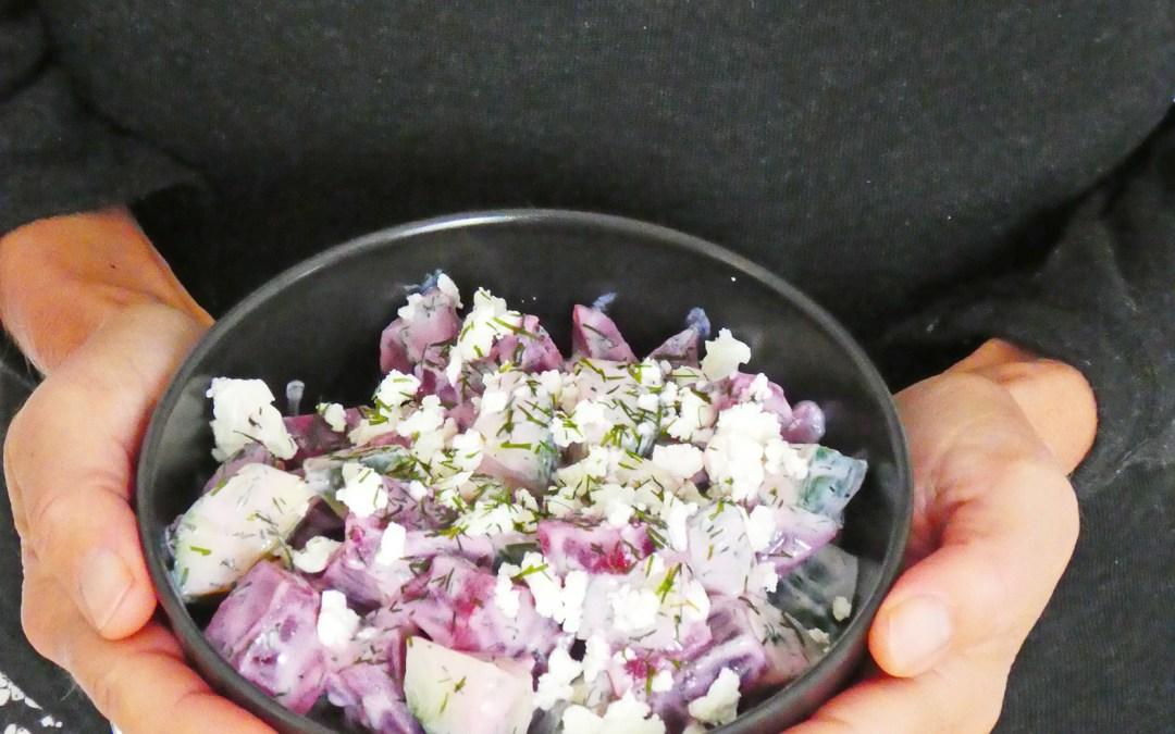 Salade de betterave cuite et de concombre, à l'aneth et yaourt de soja (Option vegan, sans céréales)