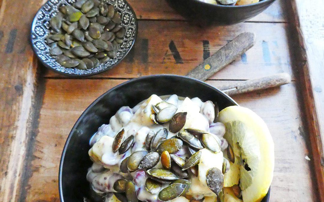 Petite salade de pommes de terre, haricots rouges et  concombre. Sauce légère au yaourt végétal.